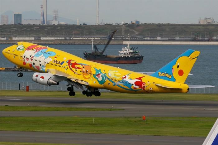 Pokemon-Jet-Pikachu-Boeing-747-400D-700x465